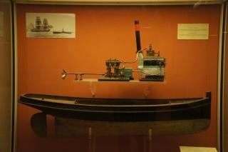 Model statku z maszyną parową