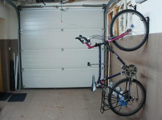 Rower w garażu
