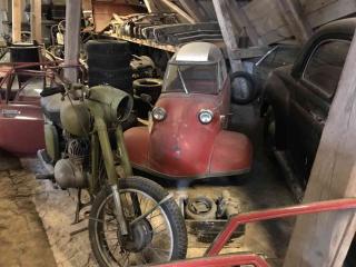 Samochód na strychu w Egeskov