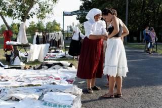 Targ w Hortobagy - ubrania
